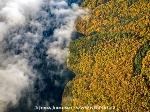 Podzim se dotýká Vltavy