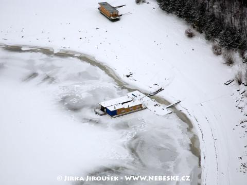 Hausboat v zimě