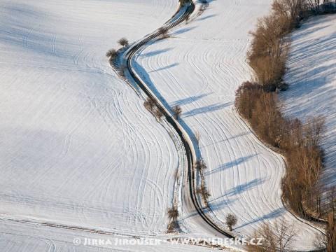 Cesta mezi vesnicemi u Dalekých Dušnik /J114