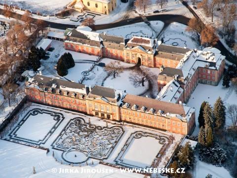 Zámek Dobříš v zimě /J119
