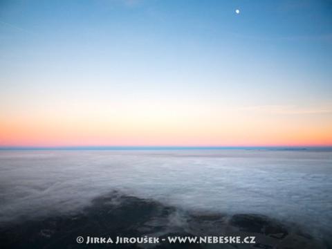 Západ slunce pohledem od Příbrami na východ /J58