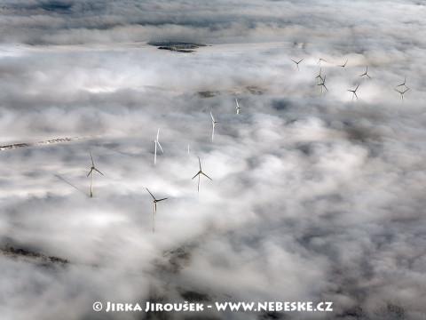 Větrné elektrárny u Měděnce v Krušných horách /J149