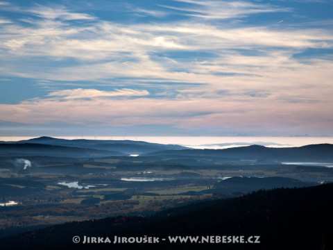Lipno od Boletic s Alpami v pozadí