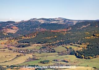 Pěkná a vrch Křemenná v pozadí /J479