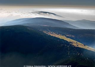 Pohled na Černou horu přes Klínové boudy /J515