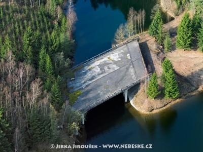 Nedokončený most přes Želivku – vodní nádrž Švihov /J232