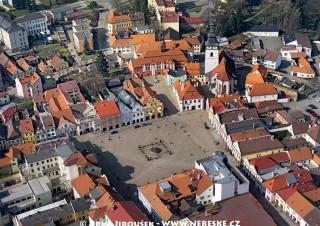 Pelhřimov – detail náměstí /J245