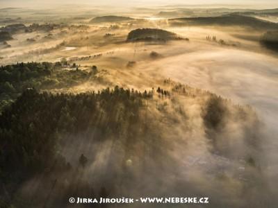 Mlhy jdou přesles u Svaté Hory /J861