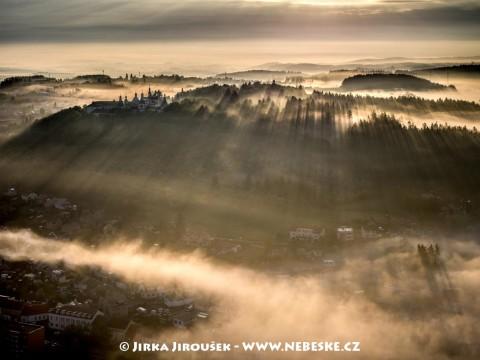 Jarní Svatá Hora v protisvětle /J887