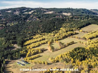 Srní – část Mechov, v dáli Poledník /J997
