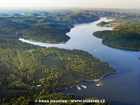 Orlická přehrada po proudu