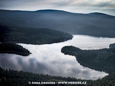 Josefův Důl a vodní nádrž, Černý vrch, v pozadí vrch Jizera /J344