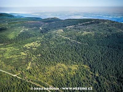 Smědavská hora, vlevo Polední kameny /J373