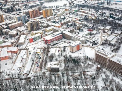 hřbitov a nemocnice v zimě /J942