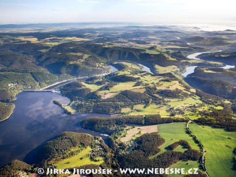 Od přehrady Orlík na Kamýk
