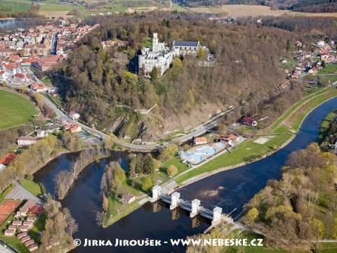 Hluboká nad Vltavou – jez, vesnice, zámek /J696