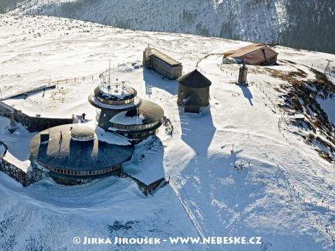Vrchol Sněžky s lanovkou /J580