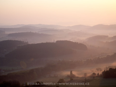 Krásná Hora nad Vltavou za úsvitu /J820