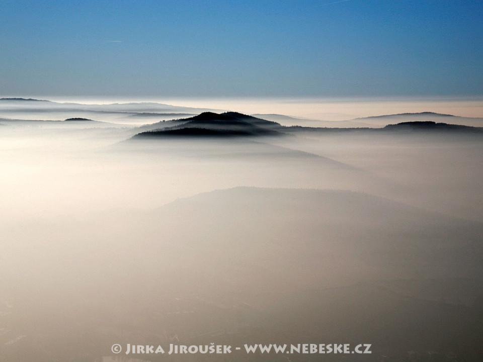 Hřbeny Brd zahalené do mlh