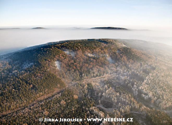 Plešivec a v dáli vrch Písek, Studený vrch /J261