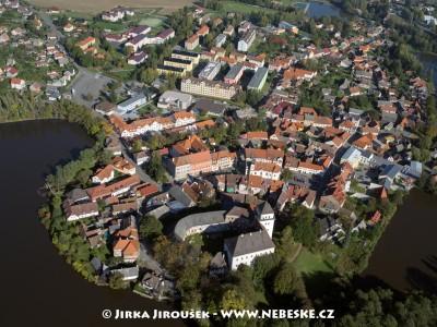Rožmitál pod Třemšínem – centrum se zámkem /J1142