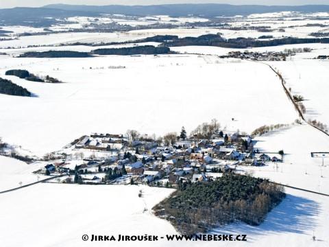 Zimní Modřovice a Brdy na obzoru /J1156