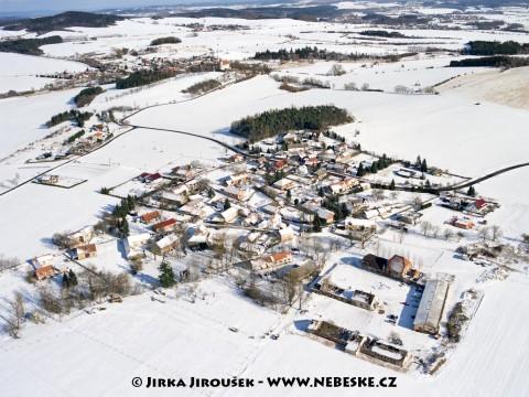 Modřovice a v pozadí Třebsko /J1160