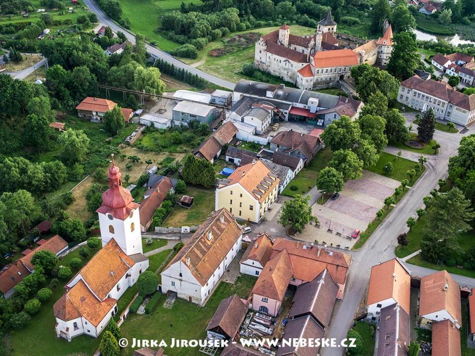 Červená Řečice – náměstí a zámek /J1165