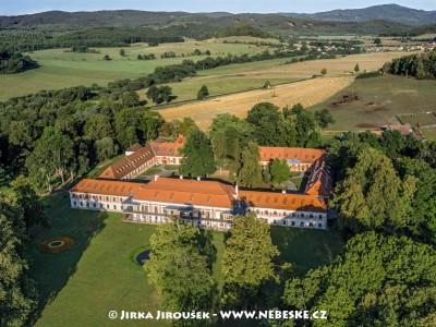 Červený Dvůr – zámek v létě /J1179