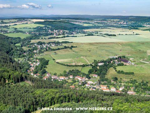 Bojov, v pozadí Čísovice /J1225