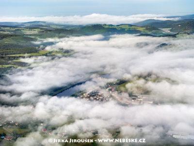 Kamýk nad Vltavou v mlze /J1244