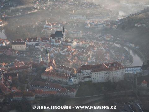 Český Krumlov v inverzi, zámek /J1198