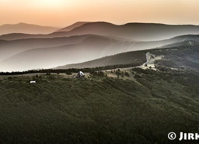 Beskydy – ranní panorama Radhošti J1344