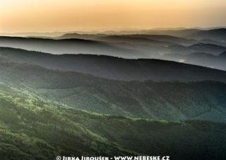 Beskydy – pohled od Rožnova pod Radhoštěm na východ J1356