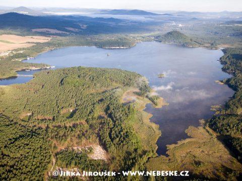 Máchovo jezero od východu