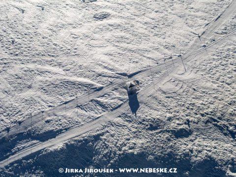 Památník obětem hor – kaplička u zmrzlých J1489