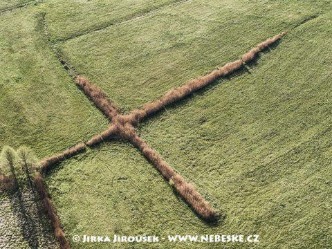 Kříž u Doks J1494