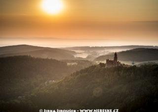 Hrad Bouzov při svítání J1511
