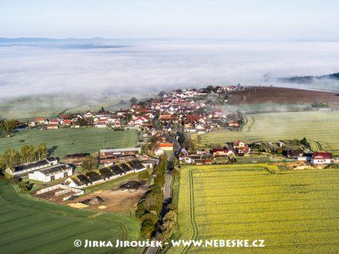 Čermná (u Staňkova) s mlhou J1512