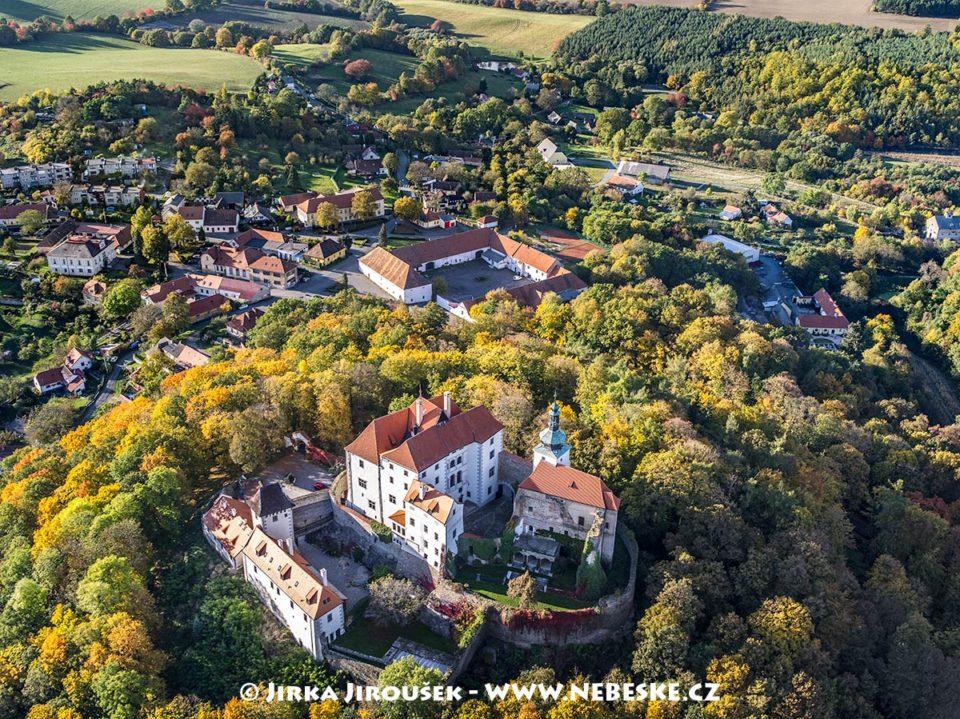 Vysoký Chlumec – hrad a skanzen J1529