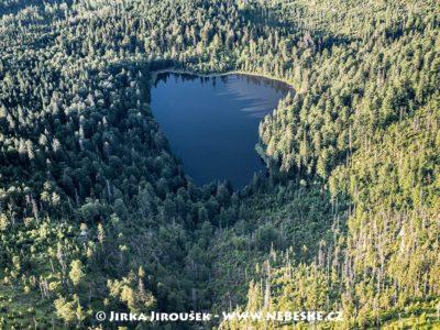 Roklanské jezero s kapličkou J1548