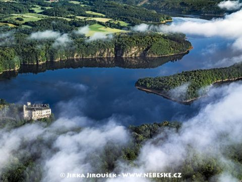Vltava a zámek Orlík J1601