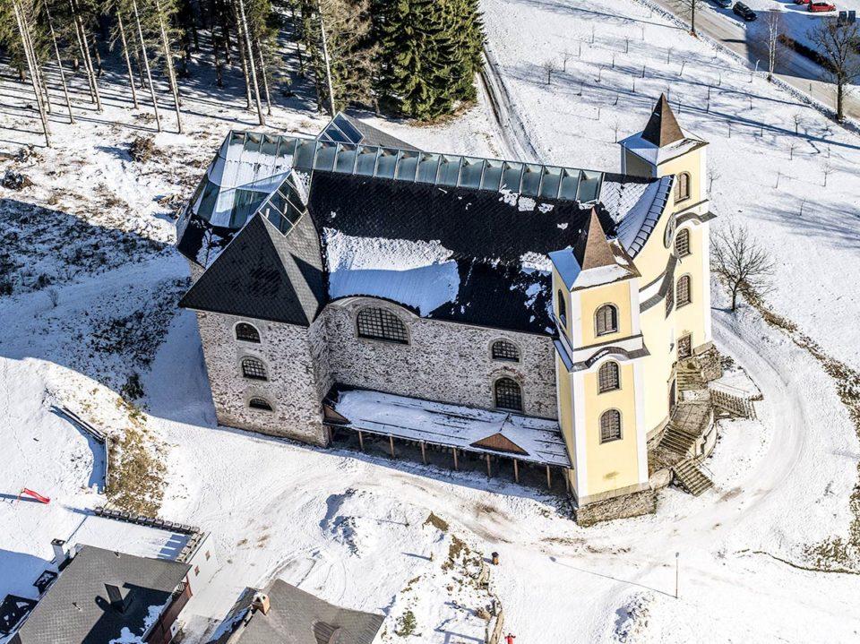 Kostel Nanebevzetí Panny Marie – Neratov v Orlických horách J1643