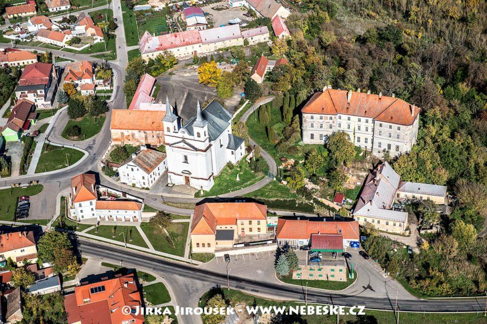 Drnholec – kostel a zámek J1651