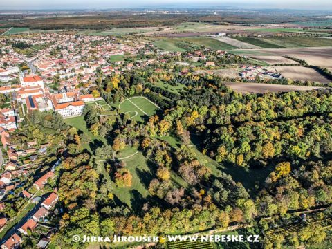 Zámek Valtice s parkem J1765