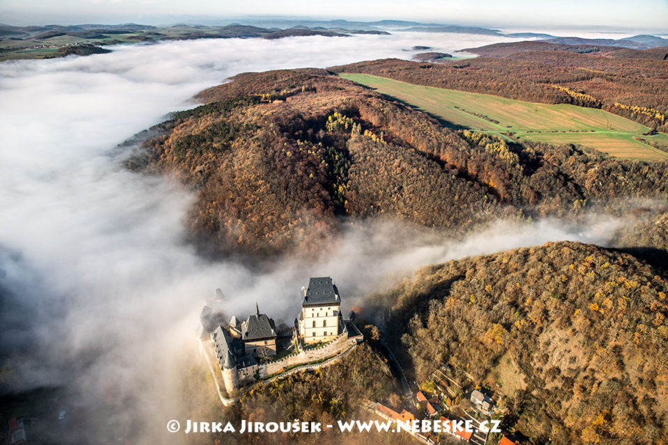 Karlštejn a mlha nad Berounkou J2078