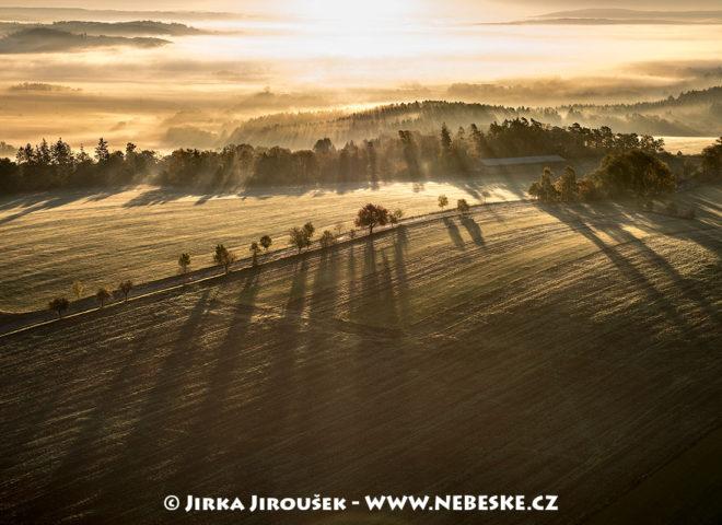 Mlha u Tichonic v Posázaví J2061