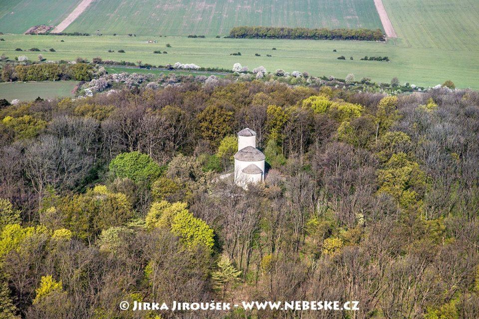Říp – rotunda sv. Jiří a sv. Vojtěcha J2280