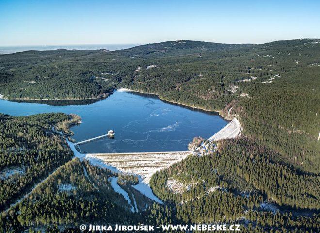 Vodní nádrž Josefův Důl v zimě J2426