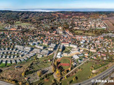 Mníšek pod Brdy – podzimní panorama J2752